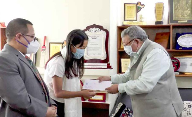 CM extends support to Sikkim student for UK varsity study