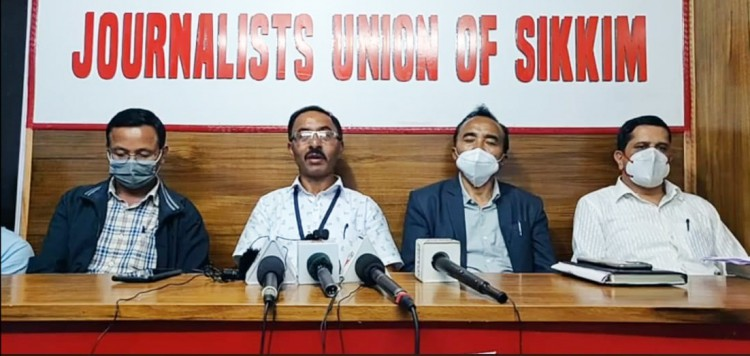 """STA appeals adhoc teachers to withdraw dharna, says protest sending """"wrong message"""" to society"""
