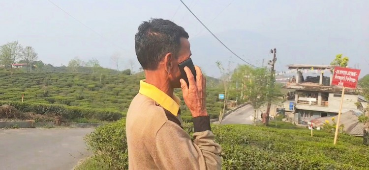 Indian border village with poor mobile network rely on Nepal